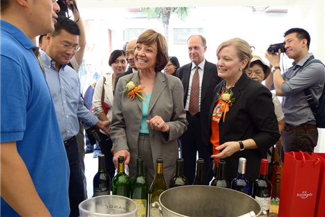 "CDFA Secretary Karen Ross chats with an exhibitor at the first California Week, which opens today on Shanghai's downtown Yandang Road. The four-day event aims to build up a ""California brand"" by showcasing its products from wine, soft drinks, fruit and snacks to culture and attractions. The US Consul General in Shanghai Robert Griffiths (fourth left) was also present."