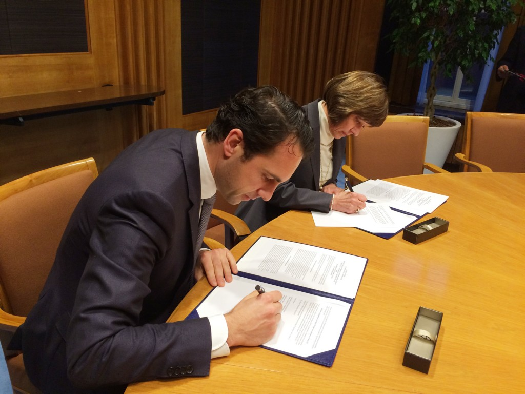 CDFA Secretary Karen Ross and the Netherlands Minister of Agriculture, Martijin van Dam, sign a Letter of Intent on Agricultural Cooperation today at the Hague in the Netherlands