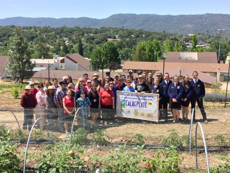 Students and teachers in Calaveras County join Secretary Ross in a salute to the CalAgPlate program.