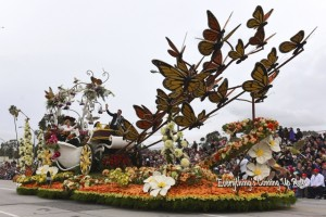 Miracle Gro's 'Everything's Coming Up Roses' float won the Queen's Trophy for most effective use and display of roses.