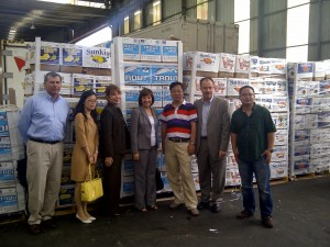 Secretary Ross at the Longwu Imported Fruit and Vegetable Market in Shanghai