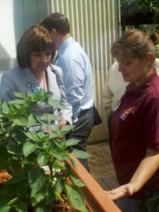 Secretary Ross discusses aquaponics with aspiring grower Nataliya Chukhvantseva at the 2012 California State Fair.