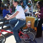 4-H demonstrates bicycle power to make a smoothie