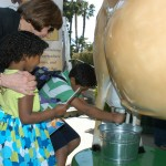 Secretary Ross joins children experiencing Buttercup the robotic milking cow