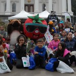 The California Fresh mascot poses with kids on Ag Day