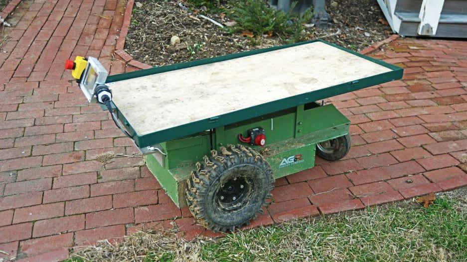 Robotic wheelbarrow