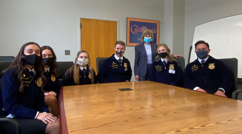Secretary Ross with FFA officers